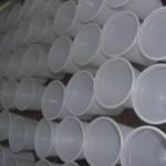Casa piena di bicchieri pieni d'acqua