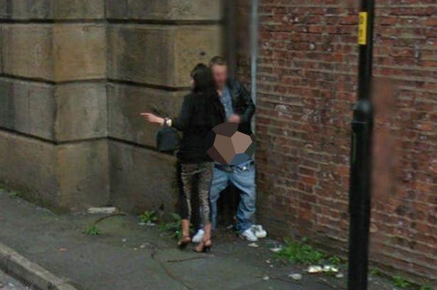 Sesso in strada: coppia fotografata da Google Street View
