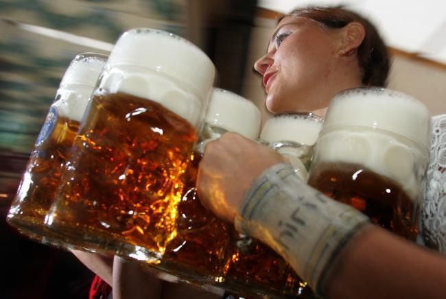 Beve 7 litri di birra e poi muore