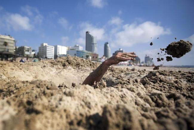 Tre matti devono scavare un buco