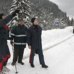 Un gruppo di carabinieri va in alta montagna per un'escursione..