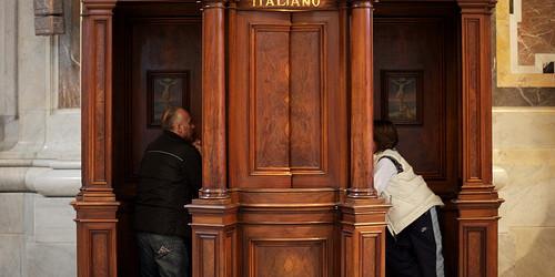 Un ragazzo si va a confessare dal parroco del paese Don Patrizio…