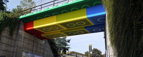 lego-bridge-street-art-megx-1