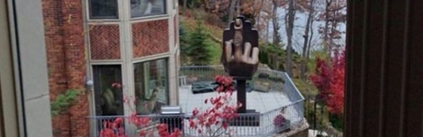 man-erects-middle-finger-statue-pointing-towards-ex-wife-2798827