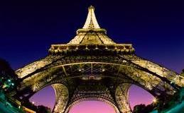 Un giorno due amici visitano Parigi e si rendono conto che le scarpe di coccodrillo