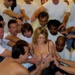 Nuovo Guinness dei Primati: ecco la donna che ha fatto sesso con più uomini contemporaneamente