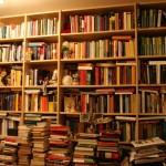 una notizia tragica per totti: si e' bruciata la sua biblioteca che conteneva solo 2 libri ,
