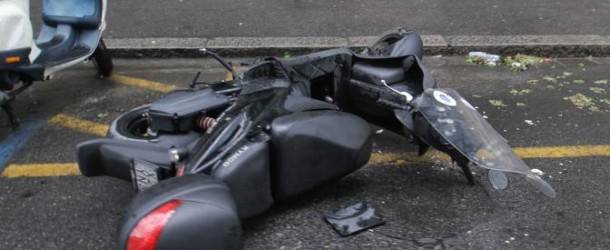 Da quando è arrivato a Roma il calciatore Cassano ha distrutto macchine e motorini per causa della sua guida spericolata.