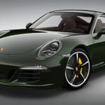 Totti va dal gommista perché deve cambiare il treno di gomme della sua Porsche.