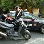 Un Poliziotto novellino ferma una moto per eccesso di velocità e ne segue questo scambio di parole: