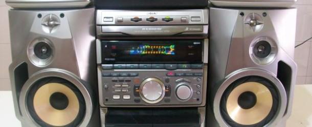 Totti fa in un negozio Media World per prendere uno stereo;