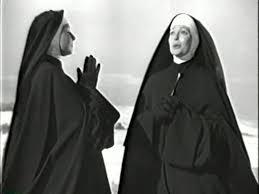 Due suore vogliono chiedere l'elemosina a Totti.