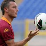 """A Natale Totti dice a Ilary: """"Amo va da babbo natale e gli dici che voglio un pallone novo"""""""