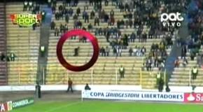 Bolivia: fantasma corre sugli spalti dello stadio