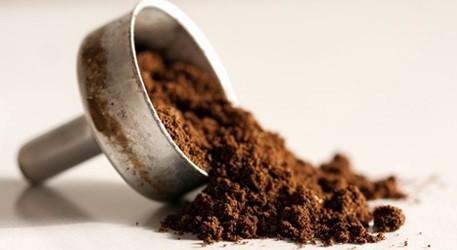 Fondi del caffè: 10 buoni motivi per non buttarli via
