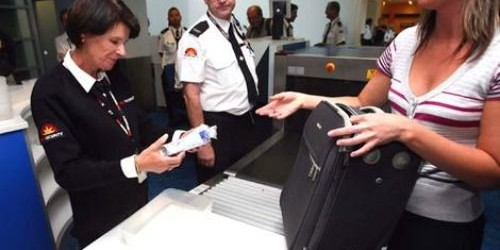 Avvocatessa crea il panico in tribunale: ha un vibratore in borsa