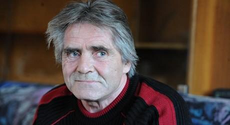 Barbone usa gli ultimi spiccioli per comprare biglietto della lotteria: vince 2 milioni di euro e ora ha aperto un rifugio per senzatetto