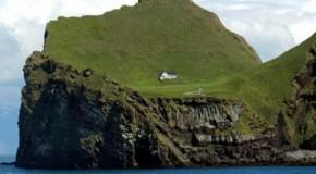 La storia della piccola casa solitaria sull'Isola disabitata Elliðaey