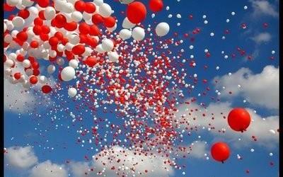 Lanciano palloncini in aria dopo matrimonio e fanno scattare l'allarme ufo