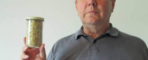 Per 35 anni ha collezionato i frammenti delle sue unghie tagliate