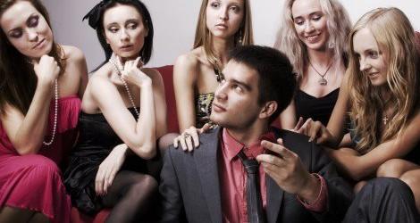 """Allarme nel porno: """"Mancano gli attori. Solo 70 maschi per 10mila donne…."""""""